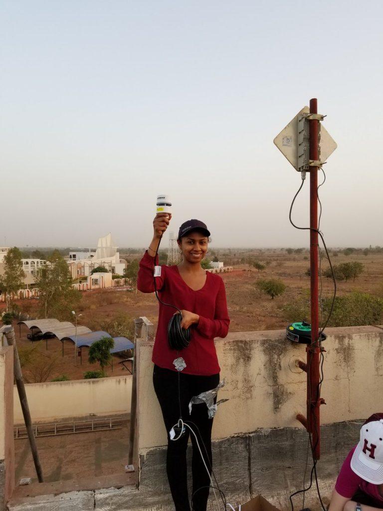 Amina Schartup measuring air temperature